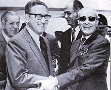 Ambassador Hilaly receiving US Secretary of State Henry Kissinger in Rawalpindi on 8 July 1971.jpg