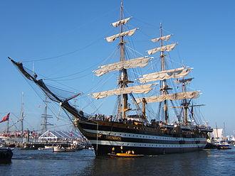 Tall ship - Image: Amerigo Vespucci