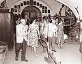 Angleški turisti v mariborskem muzeju 1962.jpg