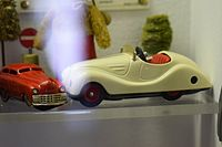 Antique wind-up toy cars (25700972495).jpg