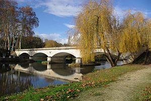 Aubeterre-sur-Dronne - The bridge over the Dronne