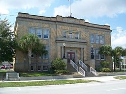 Avon Park Hist Dist city hall03.jpg