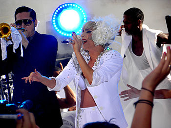 "Lady GaGa interpretando ""Bad Romance"" no The Today Show"