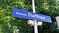 Bahnhofsschild Dortmund Stadthaus 180630.jpg