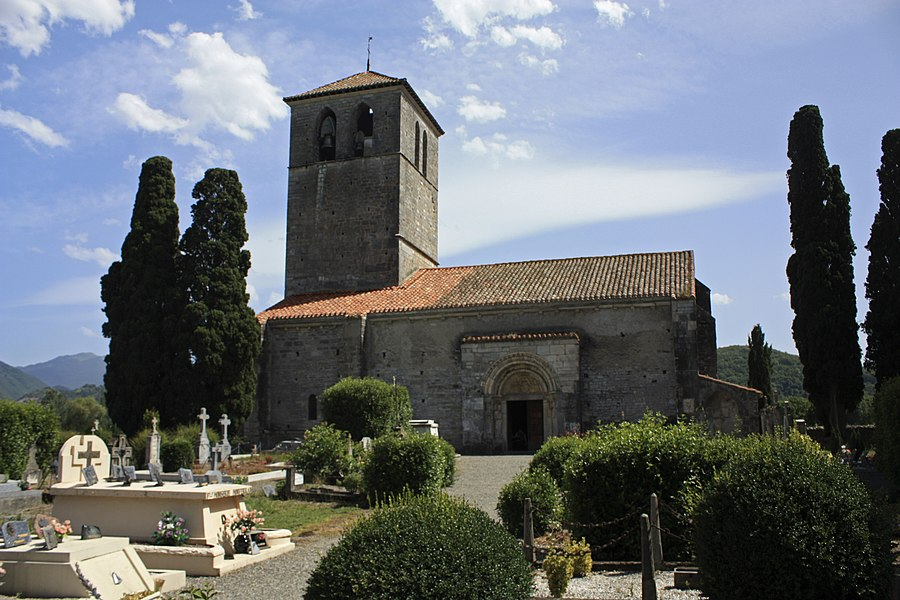 English:  Built from the 11th to the 12th century, the basilica has been consecrated in 1200 by Bishop Raymond-Arnaud Labarthe.