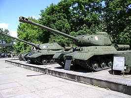 IS-2 model 1943 en IS-3 in het oorlogsmuseum te Minsk, Wit-Rusland