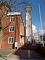 Benedikterkirke Turm und Gemeindehaus.jpg
