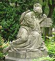 Berlin, Schoeneberg, Alter St. Matthaeus-Kirchhof, Familiengrab Katsch, Skulptur Pilger von Rudolf Pohle.jpg