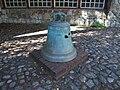 Berlin Heinersdorf Dorfkirche Glocke im Pfarrhof.JPG