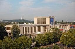 Eingang Nord/Ehrenhalle Ostpreußenhalle Westpreußenhalle, Eva K. / Eva K. [CC BY-SA 2.5 (https://creativecommons.org/licenses/by-sa/2.5)], via Wikimedia Commons