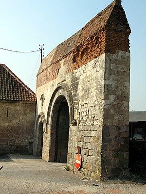 Bertangles - Image: Bertangles entrée ferme du château 1