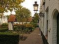 """Binnentuin met kapelletje godshuis """"De Meulenaere"""", Nieuwe Gentweg 8-22.JPG"""