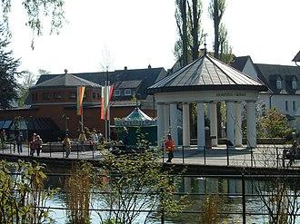 Bad Lippspringe - Image: Bl arminiusquelle mit lq im vordergrund