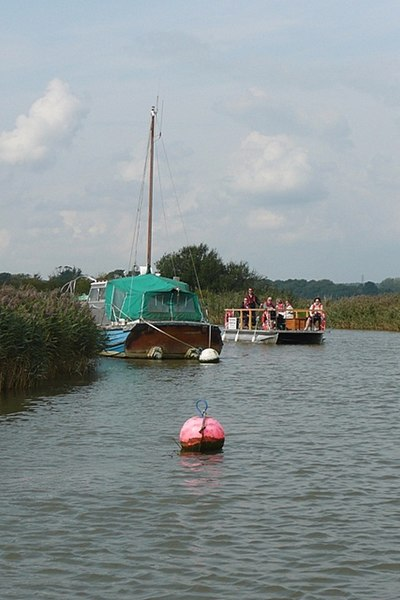 File:Boating on the River Frome - geograph.org.uk - 972624.jpg