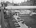 Bouw IJtunnel bij Prins Hendrikkade , bij de Adelaarsweg bezig met beton storten, Bestanddeelnr 915-9924.jpg