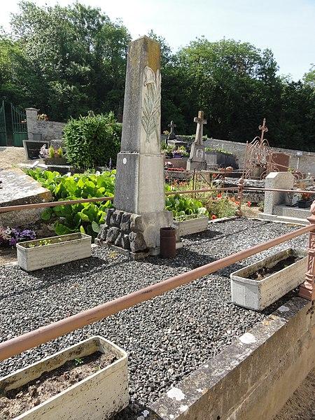 Brenelle (Aisne) monument aux morts au cimetière
