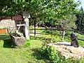 Brunnen mit Skulptur aus Simbabwe.jpg