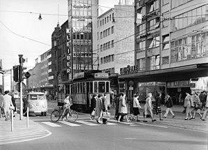 Trams in Karlsruhe - A two-axle tram in Kaiserstraße near Europaplatz in 1961. The trams were acquired at the end of the 1920s.