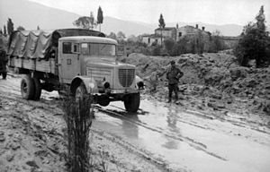 Battle of Rimini (1944) - Image: Bundesarchiv Bild 101I 315 1117 18, Italien, LKW auf überfluteter Landstraße