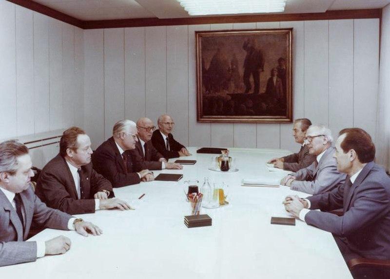 Bundesarchiv Bild 183-1982-1210-404, Berlin, Sitzung der Vorsitzenden der Blockparteien