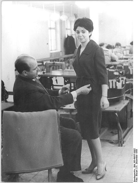 File:Bundesarchiv Bild 183-69037-0002, Bekleidungswerk Bormann, Produktion.jpg