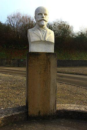 Paul Anthelme Bourde - Scultpture of Paul Bourde in Voissant