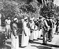 COLLECTIE TROPENMUSEUM De aankomst van autoriteiten die de ondertekening van de Korte Verklaring door de Raja van Goa te Sungguminassa zullen bijwonen TMnr 10001578.jpg