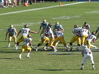 2009 Pacific-10 Conference football season - Cal's Shane Vereen (no. 34) takes the handoff from Kevin Riley (no. 13) at the Cal-UCLA game