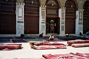 English: Mosque Carpet cleaning, Damascus