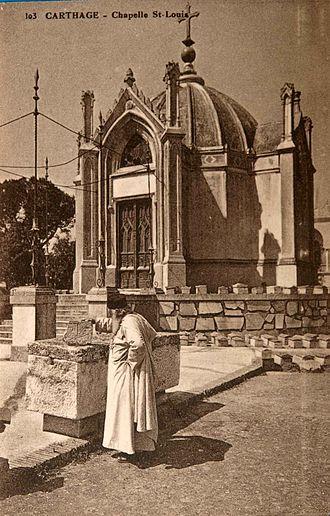 Chapelle Saint-Louis de Carthage - Alfred Louis Delattre in front of the chapel
