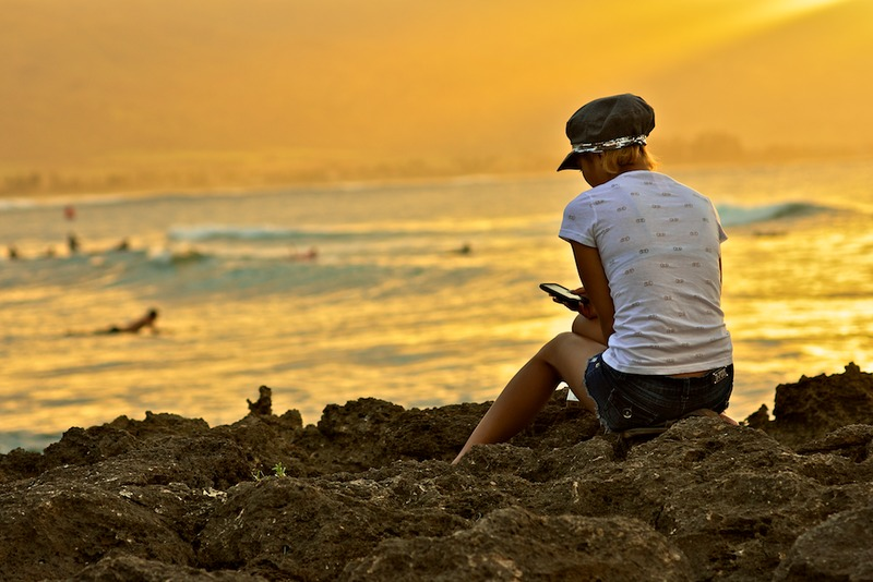 File:Checking emails in Hawaii.tiff