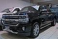 Chevrolet Silverado V8 High Country 2017 (33677376594).jpg