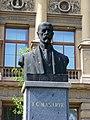 Choceň, Mistra Choceňského, busta T. G. Masaryka před školou.jpg