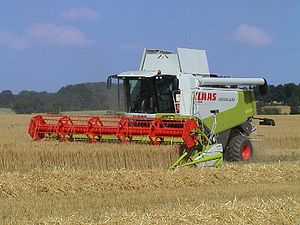 Combine harvester - Harvesting oats with a Claas Lexion 570 harvester with enclosed air-conditioned cab, rotary thresher and laser-guided automatic steering