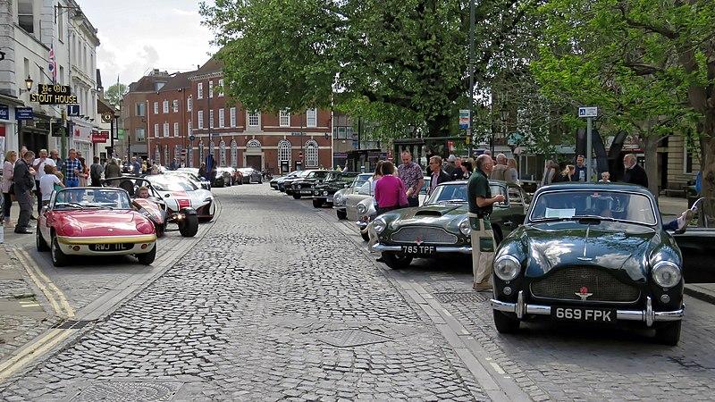File:Classic car line-up at Horsham English Festival 2018.jpg