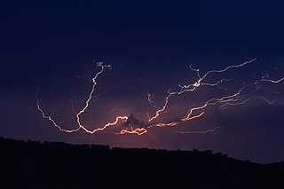 320px-Cloud_to_cloud_lightning_strike.jpg