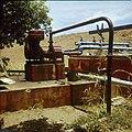 Collectie Nationaal Museum van Wereldculturen TM-20029723 Waterpompinstallatie op een plantage Bonaire Boy Lawson (Fotograaf).jpg