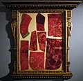 Cornice del 1590 ca. con tessuti di velluto del xv secolo.jpg