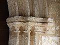 Cornille église chapiteaux portail (1).JPG
