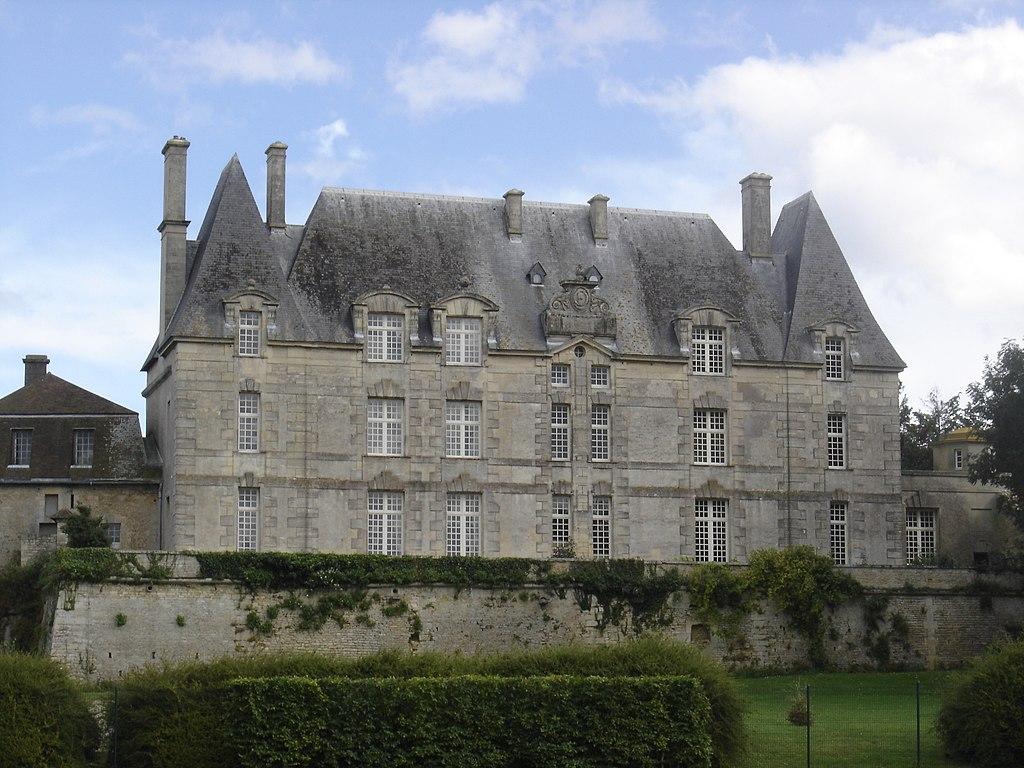 Courseulles-sur-Mer, château de Courseulles, façade ouest.JPG