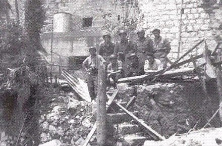 The defenders of Pont Saint-Louis Crew of the casemate of Pont Saint-Louis.jpg