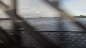 Файл:Crossing the Tay Rail Bridge (northwards looking east).webm