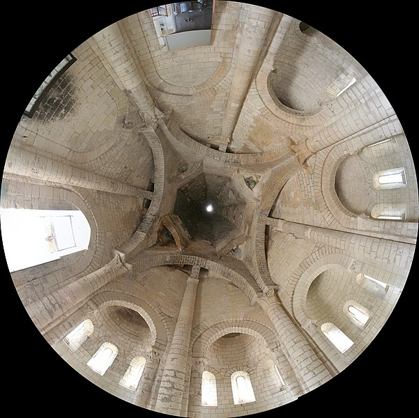 Fisheye view of the ceiling and chimney of the kitchen of the Fontevraud abbey. Panorama of 7 pictures taken with Canon 350D, Canon EF-S 10-22 @ 10mm.