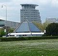 Das Planetarium wurde 1984 auf dem Europaplatz zwischen den Fahrbahnen der Autobahn nach Heidelberg gesetzt. - panoramio.jpg