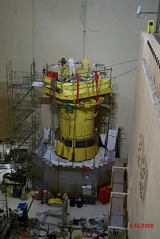 Davis–Besse Nuclear Power Station - The reactor head under inspection