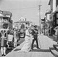 De koningin en prins betreden het departement van Algemene Zaken voor de vergade, Bestanddeelnr 252-4274.jpg