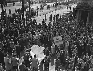 Second School War - A Catholic demonstration against the Collard law in Antwerp in 1955