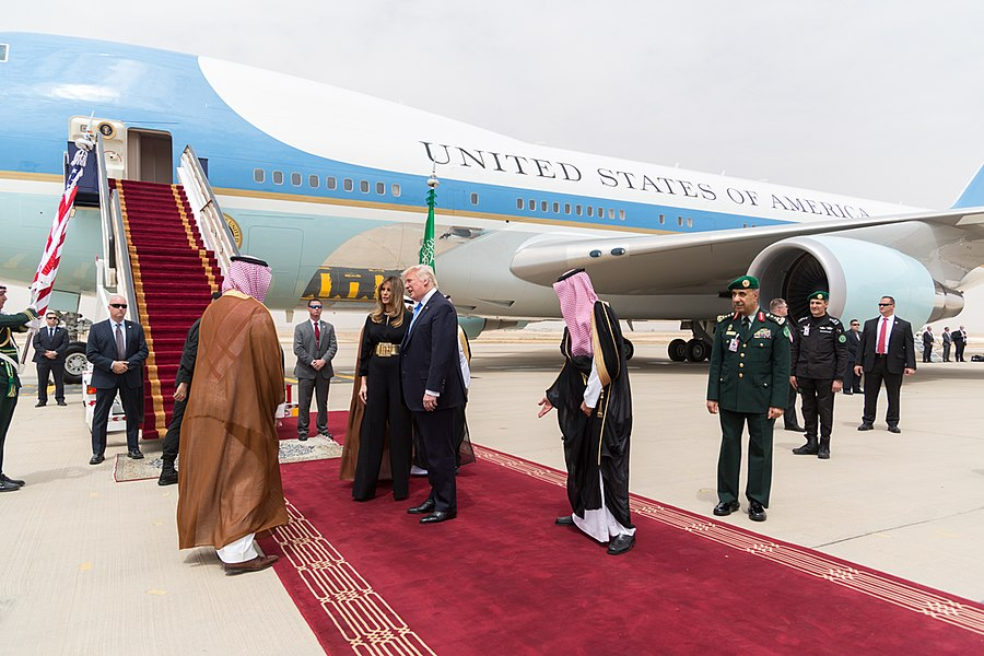 Donald and Melania Trump are welcomed by King Salman bin Abdulaziz Al Saud, May 2017.jpg