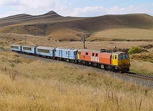 NZR FM guards van - An AG guards van directly behind the EF class electric locomotive on the Overlander service in 2003.