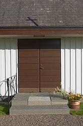 Fil:Entré till Otterbäckens kyrka.jpg